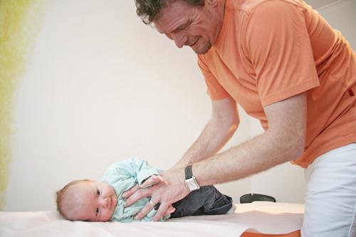 Carsten_Brinkpeter_Chiropraktik_Behandlung_Baby